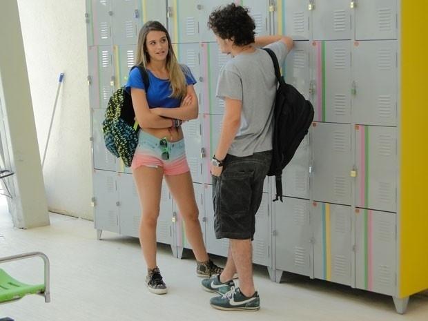 """Em """"Malhação"""", Dinho conta para Fatinha que ficou com Valentina e pede ajuda"""