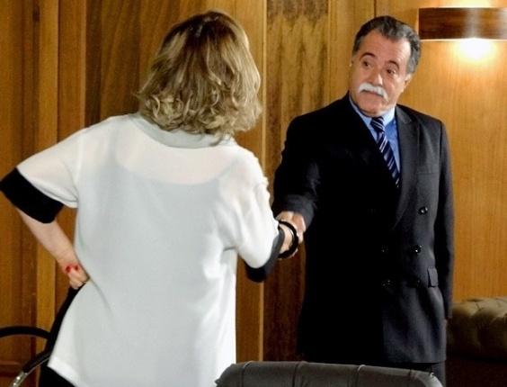 """9.jan.2013 - Em """"Guerra dos Sexos"""", Charlô e Otávio se desafiam para uma corrida de cavalos"""