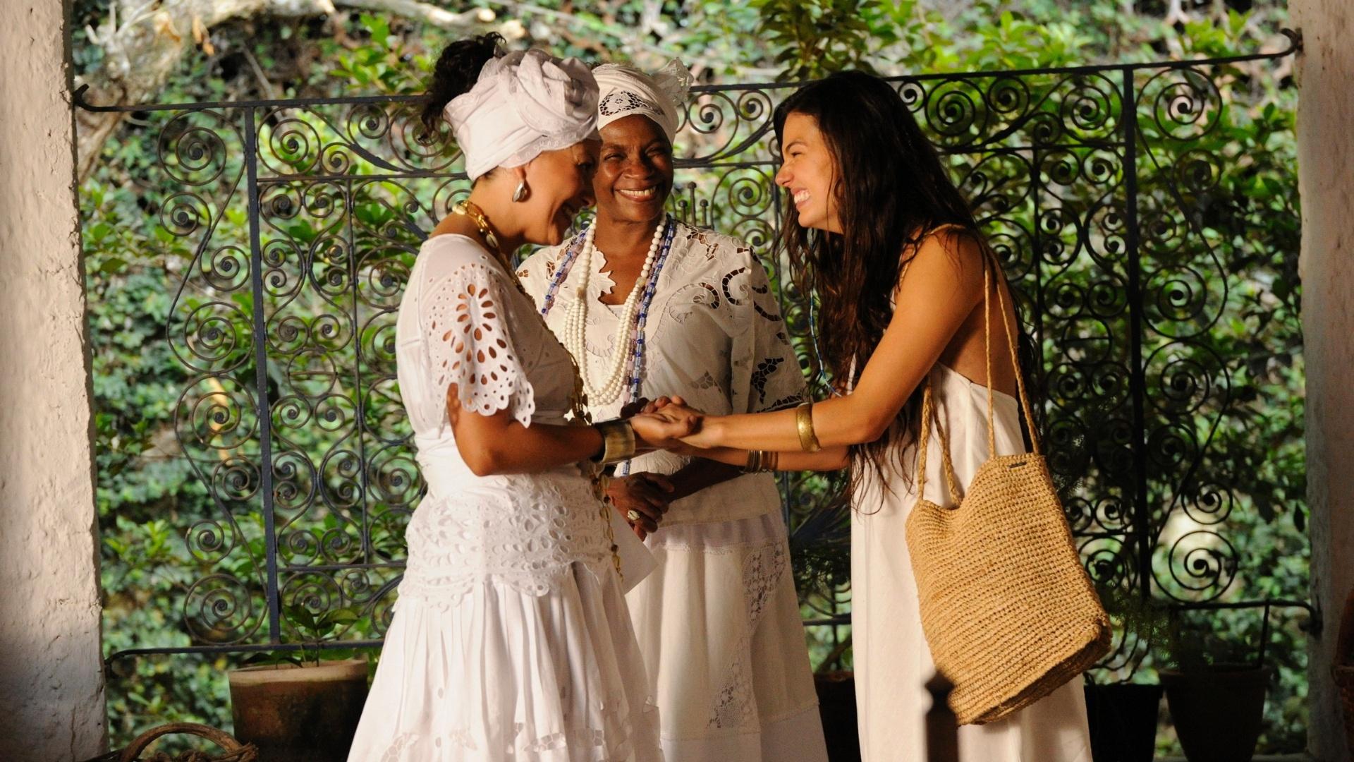 jan.2013 - Da esquerda para a direita, Fabiula Nascimento, Zezé Motta e Isis Valverde em cena de