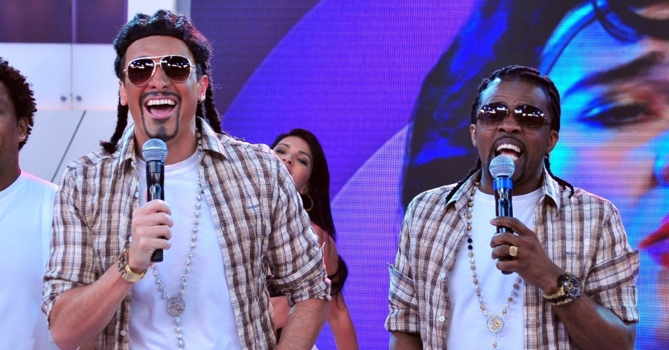 """10.jan.2013 - Em """"O Melhor do Brasil deste sábado"""" (12/01), Rodrigo Faro se transforma no cantor Xande de Pilares, do grupo Revelação"""