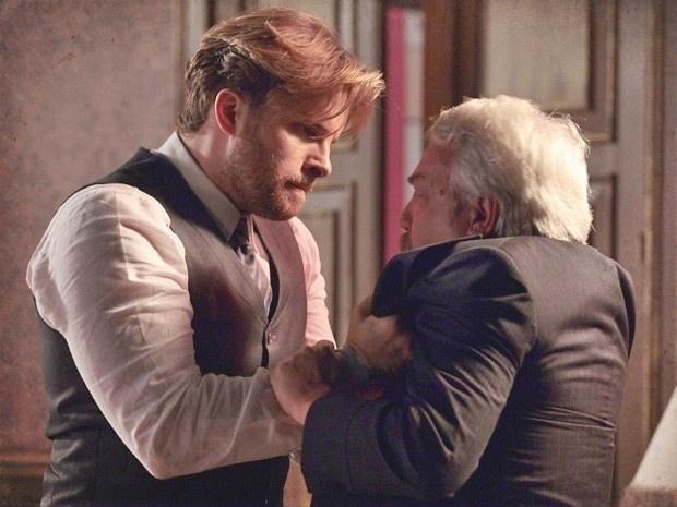 """Em """"Lado a Lado"""", Edgar dá uma surra em senador que tentou estuprar Laura"""