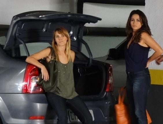 """Nanda Costa e Carolina Dieckmann gravam cenas de """"Salve Jorge"""" em porta mala de carro"""