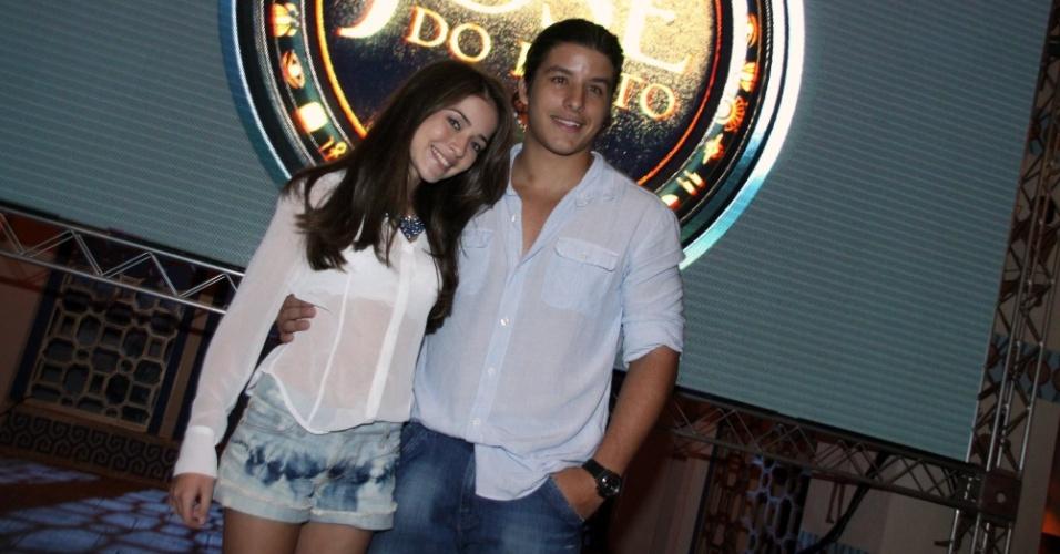 """15.jan.2013 - Anna Rita Cerqueira e Ricky Tavares prestigiaram o lançamento da nova minissérie da Record, """"José do Egito"""", que aconteceu no Rio"""