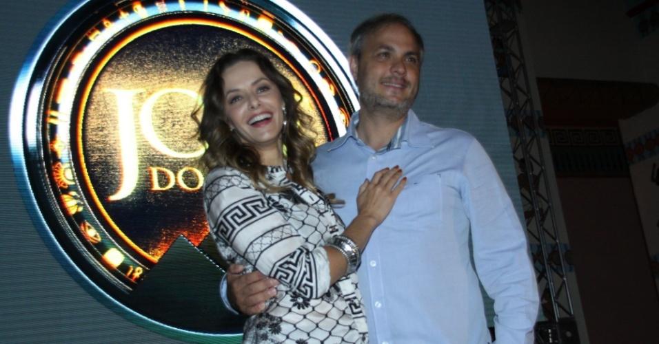 """15.jan.2013 - Bianca Rinaldi e Alexandre Avancini prestigiaram o lançamento da nova minissérie da Record, """"José do Egito"""", que aconteceu no Rio"""