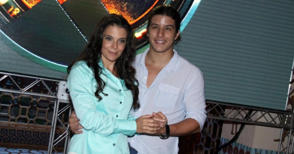 """15.jan.2013 - Mylla Christie e Ricky Tavares prestigiaram o lançamento da nova minissérie da Record, """"José do Egito"""", que aconteceu no Rio"""