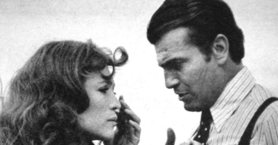 """Susana Vieira (Cândida) e Tarcísio Meira (Antonio Dias) em cena da novela """"Escalada"""" (1975)"""