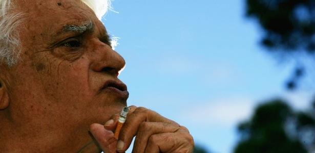 """O ator Walmor Chagas, em foto de entrevista ao jornal """"Folha de S.Paulo"""" de 2006"""