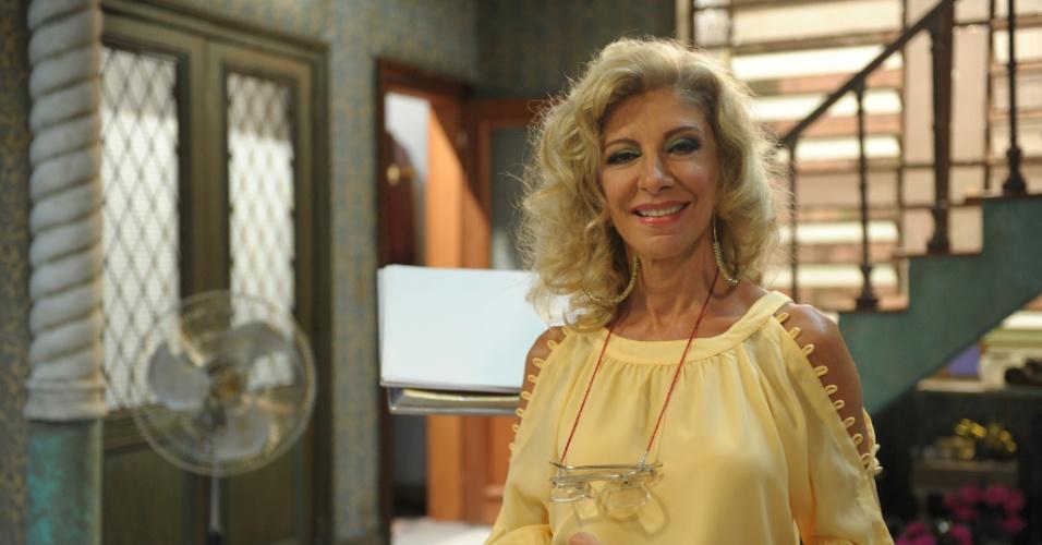 """2013 - Marília Pêra interpreta Darlene no seriado """"Pé na Cova"""""""