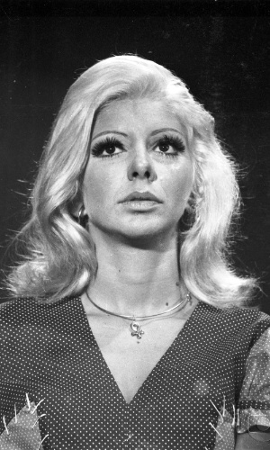 "1971 - Marília Pêra interpretou Shirley Sexy na novela ""O Cafona"""