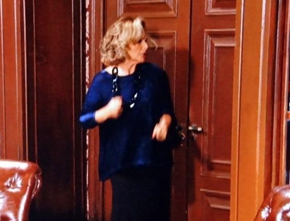 """Em """"Guerra dos Sexos"""", Charlô descobre plano de Otávio contra Roberta, e acaba trancada na biblioteca"""