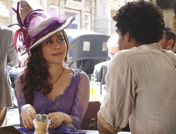 """Em """"Lado a Lado"""", em clima de sedução, Catarina contrata Caniço para serviço sujo"""