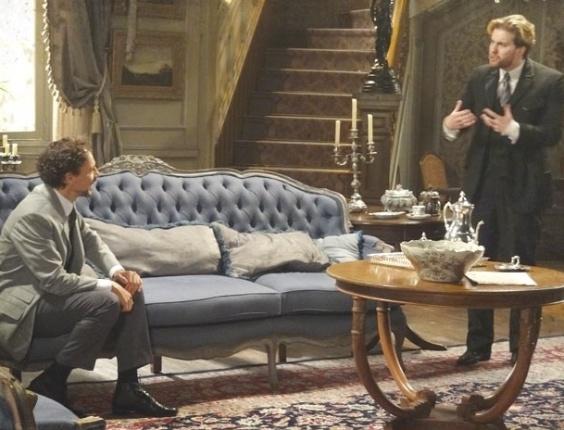 """28.jan.2013 - Em """"Lado a Lado"""", Edgar fica com ciúme do interesse de Laura por Antonio F."""