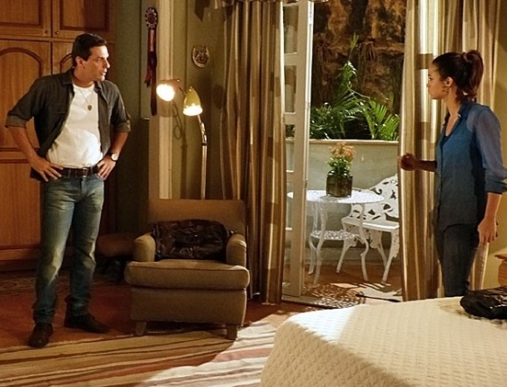 """Em """"Salve Jorge"""", Theo percebe mentiras de Morena e pede para ela sumir"""