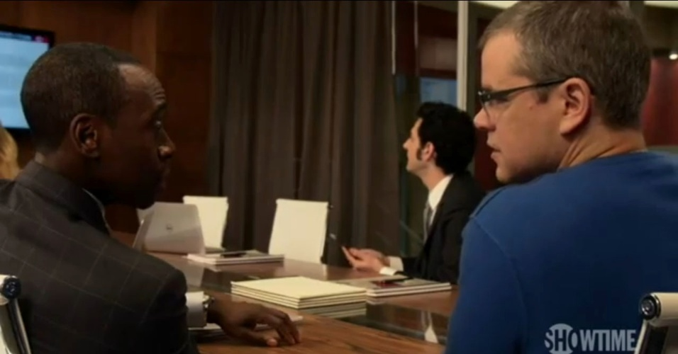 "Matt Damon e Don Cheale em cena do seriado ""House Of Lies"""
