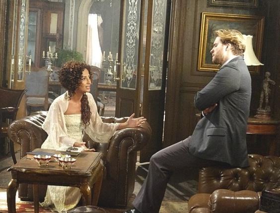 6.fev.2013 Isabel conclui que Constância usa Albertinho para se aproximar de Elias