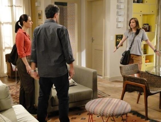 6.fev.2013 Lorenzo e Raquel impedem que Lia vá ao encontro de Vitor