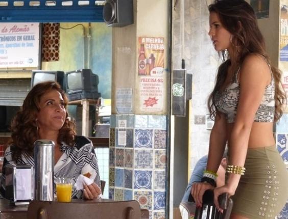 7.fev.2013 Wanda chama Lurdinha para ir à Turquia