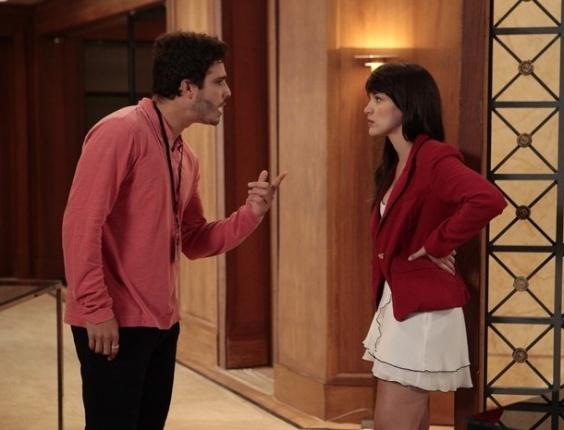 7.fev.2013 Zenon discute com Carolina e põe a megera no chinelo