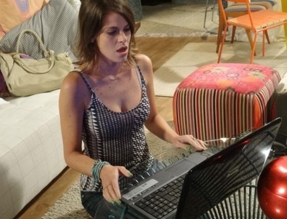 """15.fev.2013 - Em """"Malhação"""", Ana vê beijo de Fatinha e Bruno e termina tudo com o namorado"""