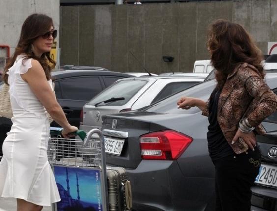 """15.fev.2013 - Em """"Salve Jorge"""", Lívia manda vender filho de Morena"""