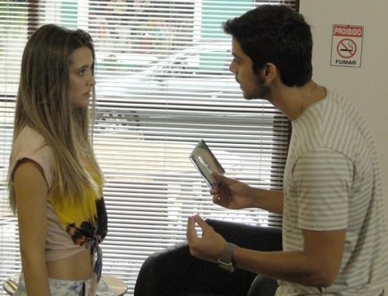 15.fev.2013 - Fatinha (Juliana Paiva) pede nova chance a Bruno (Rodrigo Simas), mas é rejeitada