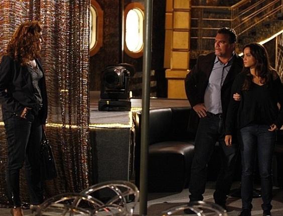 18.fev.2013 - Morena (Nanda Costa) é forçada a fazer exame de gravidez e ouve provocação de Wanda (Totia Meirelles)