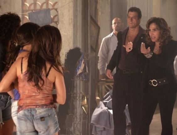 18.fev.2013 - Wanda (Totia Meirelles) provoca Morena (Nanda Costa) e diz que vai vender caro o bebê da traficada