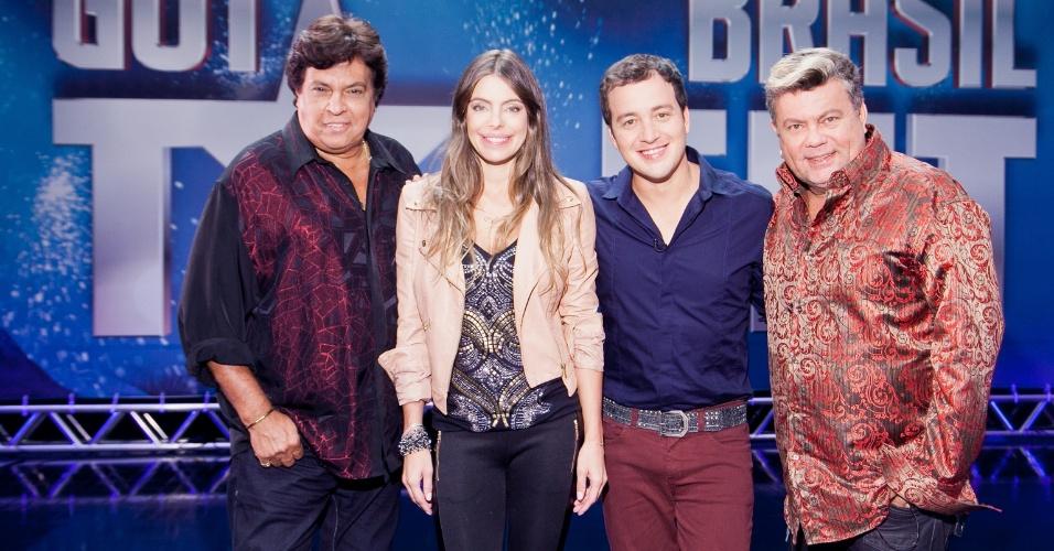 """18.fev.2013 - Sidney Magal, Daniella Cicarelli, Rafael Cortez e Milton Cunha posam para foto no primeiro dia de gravação do """"Got Talent Brasil"""""""