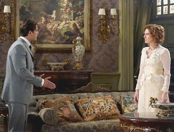 20.fev.2013 - Albertinho (Rafael Cardoso) manda Constância (Patrícia Pillar) escolher entre Elias (Cauê Campos) e seu casamento com Esther (Rhaisa Batista)