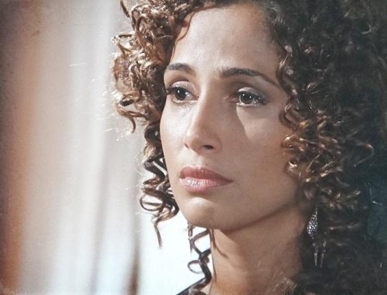 20.fev.2013 - Isabel (Camila Pitanga) diz a Zé Maria (Lázaro Ramos) que ele está atrapalhando sua vida e termina noivado