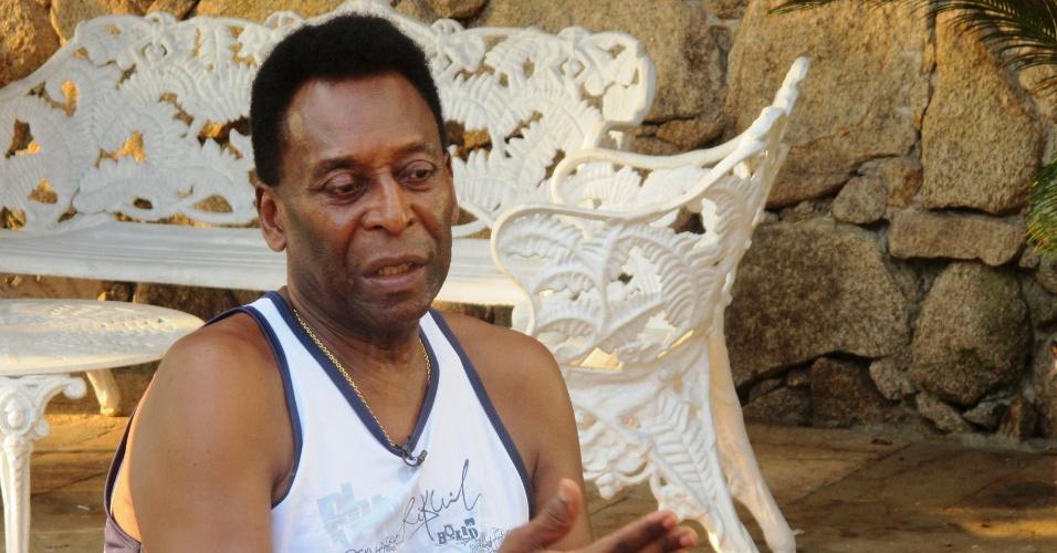 24.fev.2013 - Pelé dá entrevista ao