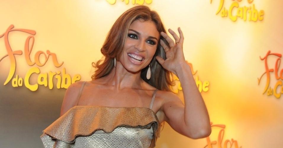 """23.fev.2013 - Grazi Massafera na festa de lançamento da novela """"Flor do Caribe"""""""