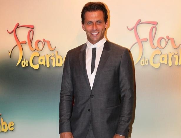 """23.fev.2013 - Henri Castelli na festa de lançamento de """"Flor do Caribe"""", nova novela das seis da Rede Globo"""