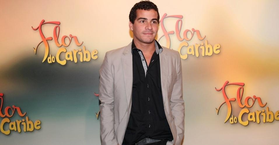 23.fev.2013 - Ator Thiago Martins viver um personagem do núcleo de piloto da FAB
