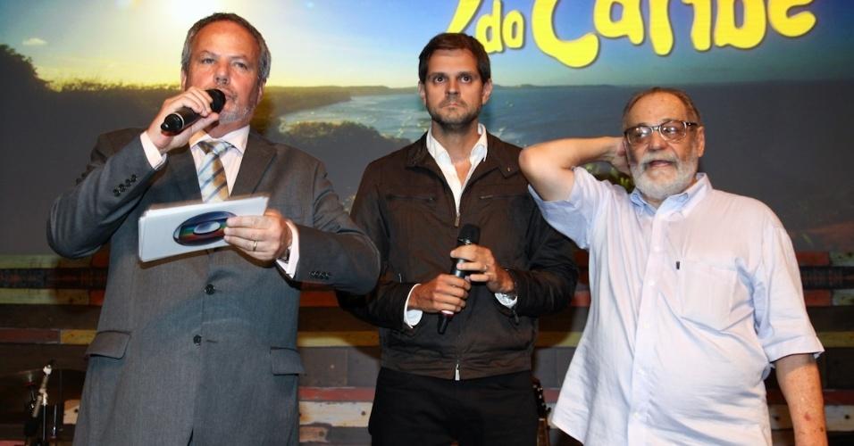 """23.fev.2013 - Os diretores de """"Flor do Caribe"""" Jayme Monjardim (esq), Leonardo Nogueira (centro) e o autor Walter Negrão"""