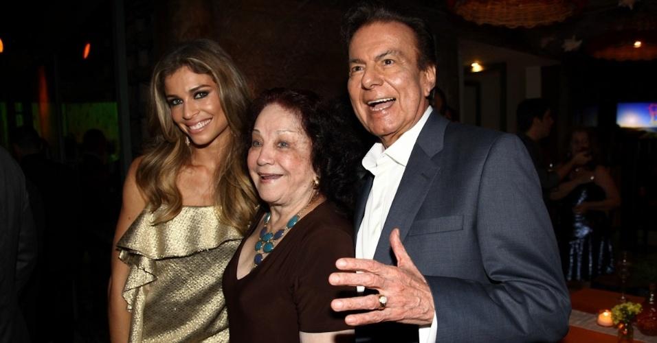 """23.fev.2013 - Grazi Massafera, Lolita Rodrigues e Agnaldo Rayol juntos na festa de """"Flor do Caribe"""""""