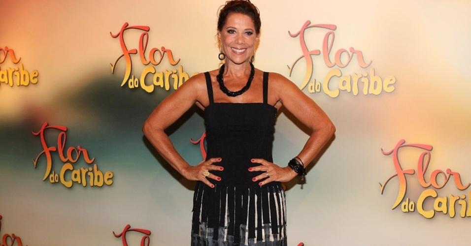 """23.fev.2013 - Atriz Ângela Vieira vai à festa de """"Flor do Caribe"""" na noite de sábado em São Paulo"""
