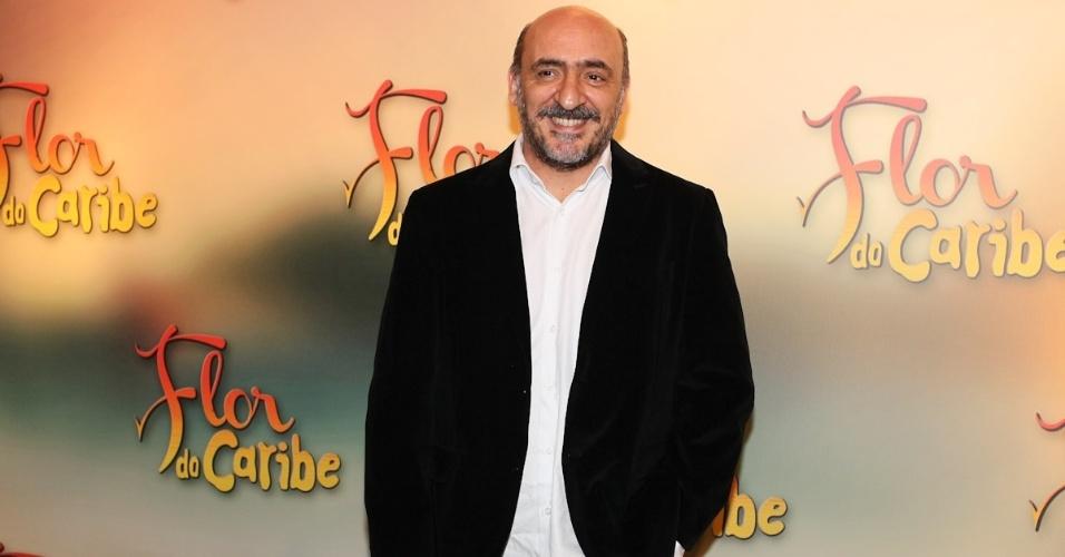 """23.fev.2013 - Duda Mamberti, filho de Sérgio Mamberti, participa da festa da novela; Duda também está no elenco de """"Flor do Caribe"""""""
