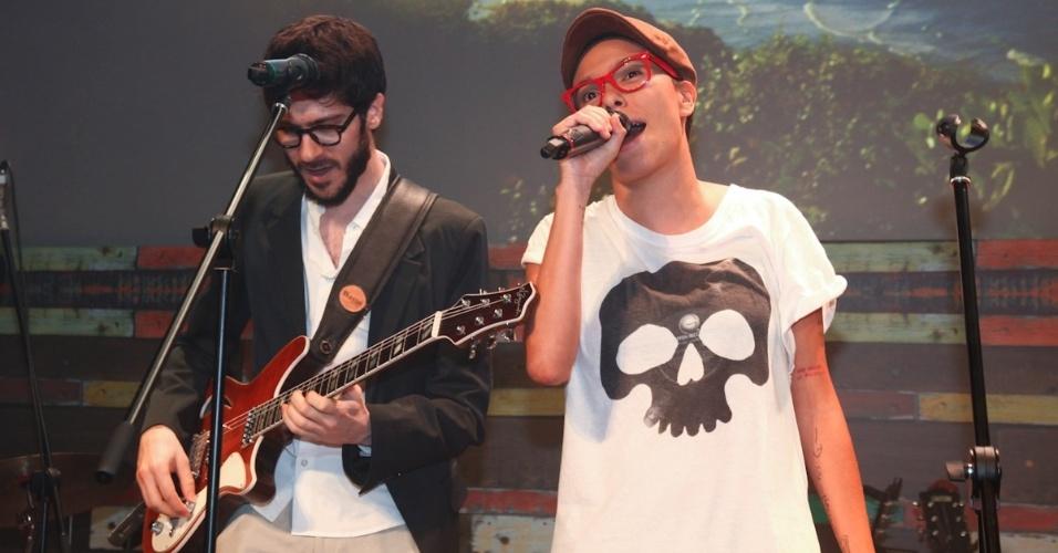 """23.fev.2013 - Maria Gadú também fez show para os convidados da festa da novela """"Flor do Caribe"""", que estreia dia 11 de março na Globo"""