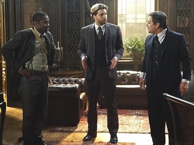 """Em """"Lado a Lado"""", Edgar faz Bonifácio contratar Zé Maria como o administrador da fábrica"""