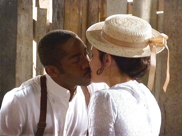 """Em """"Lado a Lado"""", Zé Maria e Fátima se beijam"""