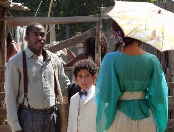 """Em """"Lado a Lado"""", Zé Maria e Isabel se encontram e ele confirma que está namorando"""