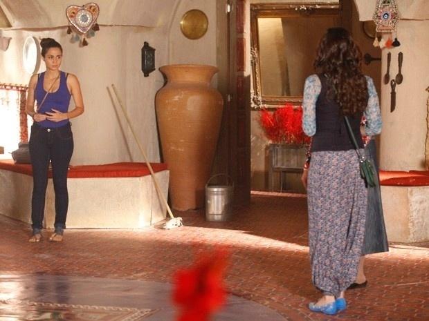 """Em """"Salve Jorge"""", Ayla acredita que Morena é amante de Zyah"""