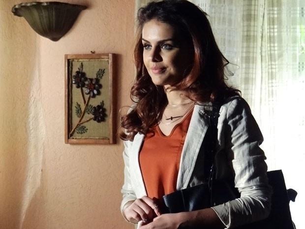 """Em """"Salve Jorge"""", Rosângela se prepara para traficar bebês"""