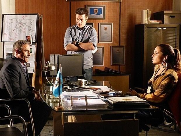 """27.fev.2013 - Em """"Salve Jorge"""", coronel Nunes tenta defender Wanda para Helô, mas se complica"""