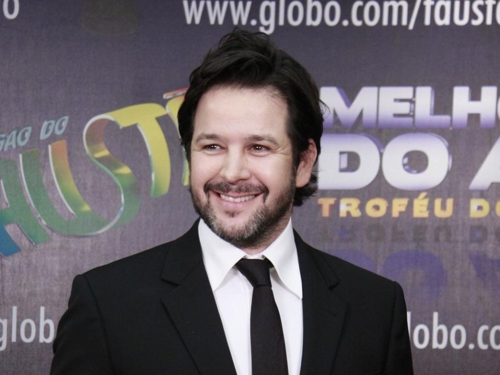 3.mar.2013 - Murilo Benício posa para fotos no prêmio Melhores do Ano no