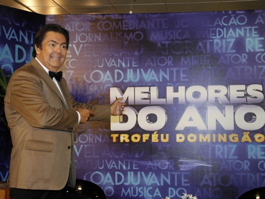 3.mar.2013 - O apresentador Faustão posa para fotos após o prêmio Melhores do Ano no