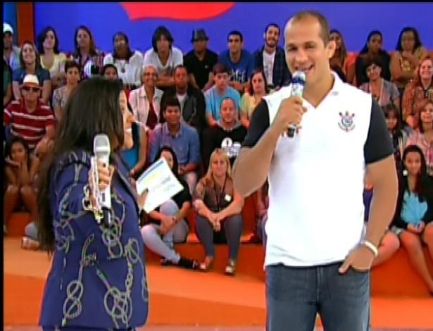 3.mar.2013 Júnior Cigano canta Katy Perry no