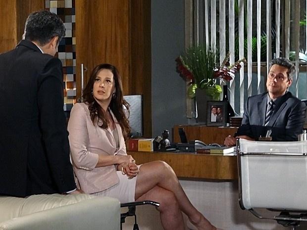 """4.mar.2013 - Em """"Salve Jorge"""", Lívia descobre que Russo foi reconhecido e decide fazer as malas"""