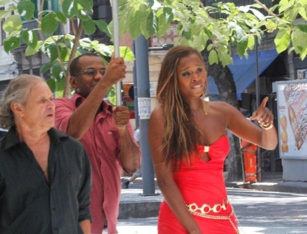 """4.mar.2013 - Roberta Rodrigues gravou cenas de """"Salve Jorge"""" em uma gafieira localizada no centro do Rio"""